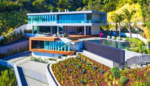 12 Insane Vacation Rentals With The Coolest Amenities