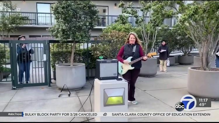 Coronavirus: San Francisco residents sing from balconies to lift spirits during COVID-19 crisis — ABC7 Bay Area