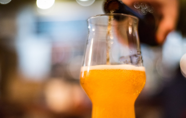 How to Pour the Perfect Beer — The Daily Meal