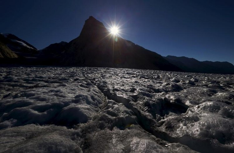 Central banks can't save the world from climate change, BIS says